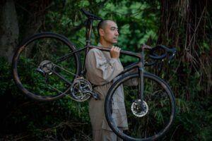 世界に1台だけの「AETHOS(エートス)」のアート作品を、9/9(木)からスペシャライズド新宿で展示